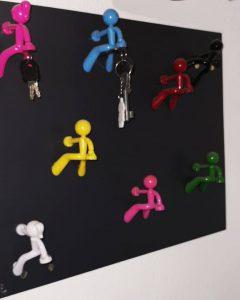Die Upcycler_Individuelles Schluesselbrett mit Magnetmaennchen