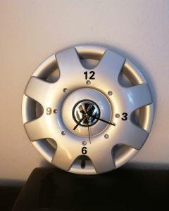 Die Upcycler_Wanduhr VW Radkappe